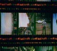 フィルムの現像に出したところ、このような緑色の線が入ってしまっていました。 これは何が原因が知ってる方、教えていただけたら助かります。 よろしくお願いします。
