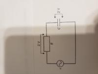図の交流回路で、R、Cの両端の電圧(実効値)は、図に示す値であった。電源電圧e(実効値)は何Vか? の計算と回答を教えて頂けませんでしょうか。 宜しくお願い致します