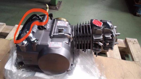 エンジンのここのチューブって何ですか? 何の役割なのか教えてください。 ホンダJAZZのエンジンです。