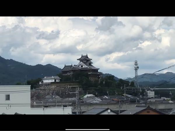 これは何城ですか? 兵庫の新幹線から見えた景色ですが、姫路城にしては小さいですよね?