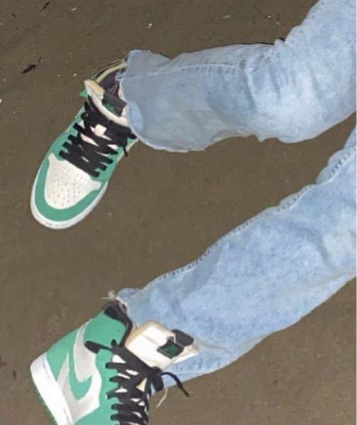 この靴ってどこの何かわかる方いますか??