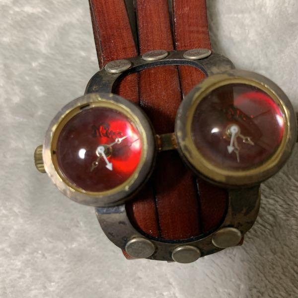 こちらの時計なんですが、作者?が誰だかわかる方おられますか? もう10年ほど前に購入したのですが、全く誰かも分からず、私にはこの時計の価値がわからずなので、売ろうと思っているのですが、あまりにも情報がなさすぎて困っています。。 よろしくおねがいします。