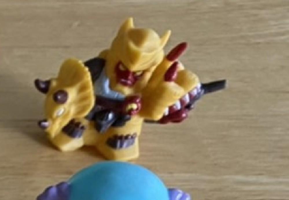 このキャラクターが何か教えてください!! 調べてもわかりません。昔のおもちゃです。