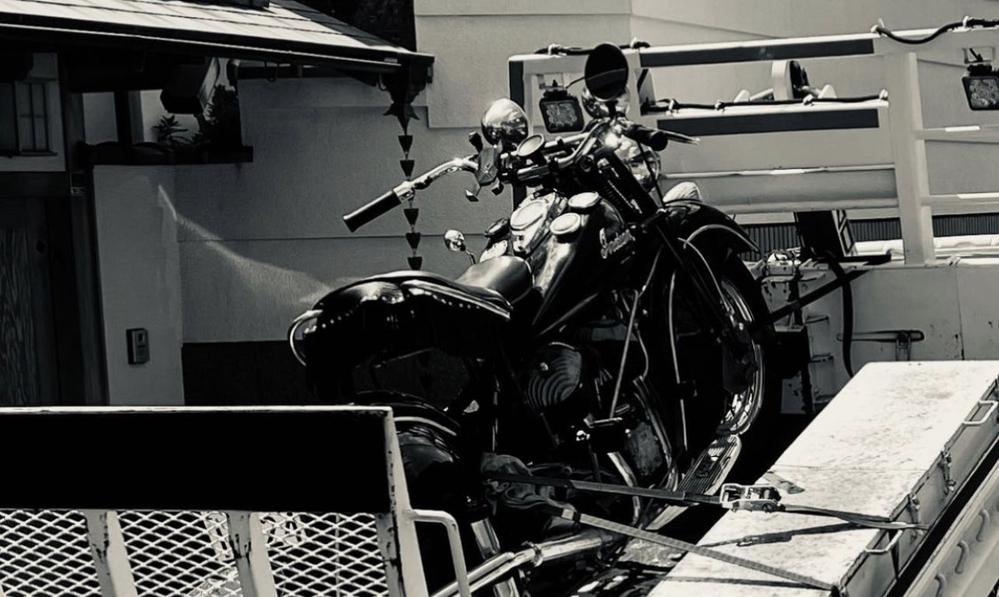 コブクロの黒田さんがインスタグラムのストーリーにあげていたこの画像は「不倫してお金がないからバイクを売った」ことを匂わせている感じで すか?