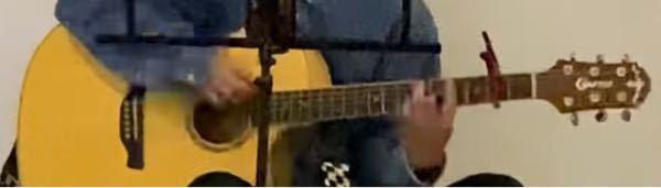 このアコースティックギターはどこのメーカーのギターでしょうか? GかCかOなどから始まって間にはvのような文字があり、ヘッドの先には何かのマークがあります。