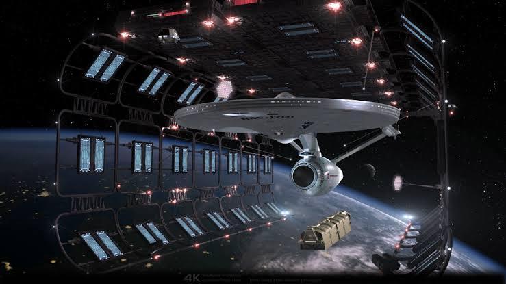 漫画。アニメ。ドラマ。映画。 すべてのSFに登場する宇宙船で一番カッコいい宇宙船といえばなんですか。