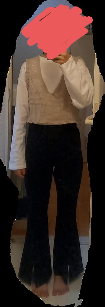 質問を間違えて削除してしまったのでもう一度質問させていただきます。 この服装はダサいですか? ビスチェはつけない方がいいですか?
