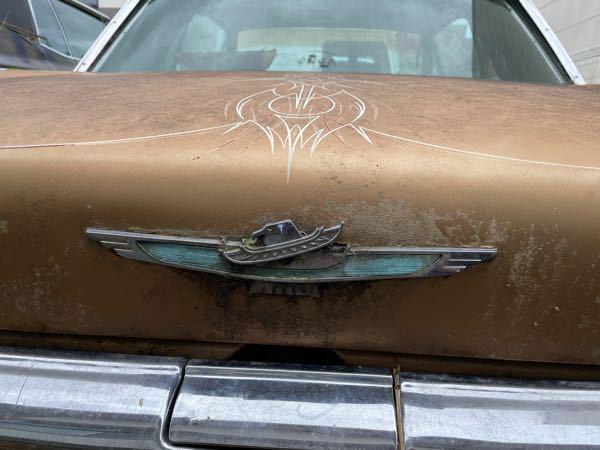 このエンブレムは何のメーカーのエンブレム何でしょうか? 旧車詳しい方よろしくお願いいたします。