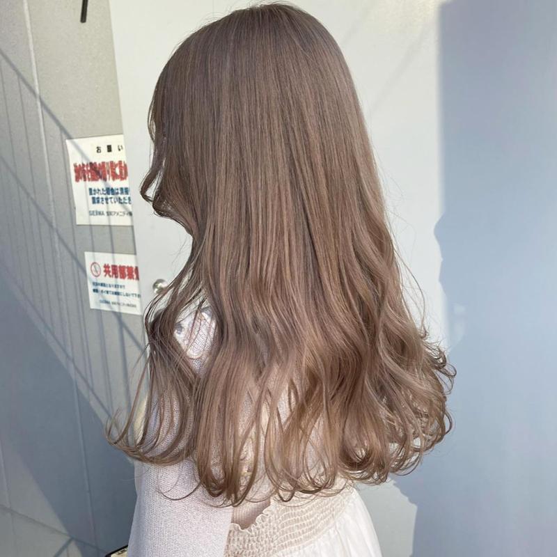 この髪色はブリーチが必要でしょうか? するとしたら何回ですか?