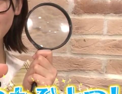 坂道パーツクイズ其の391 画像の虫眼鏡を持ってる 現役または元坂道メンバーは さて誰でしょう?