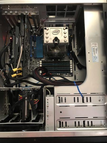 PC有識者の方教えてください。 映画を観ている最中に突然PCの電源が落ちしました…放電しましたが電源が一瞬だけ入って5秒ほどしたらまた落ちてしまいます。 メモリの差し替えなども行ってみましたが、全然ダメでした…。 マザーボードのランプは点滅しているので、電気は回っているということで大丈夫でしょうか? 後でボタン電池を買いに行って取り替えてみようと思いますが、他に思い当たる原因などありましたら教えてください。 <スペック> OS:Windows 10 pro 64bit 20H2 CPU:intel i7-X980@3.33GHz メモリ:12GB グラフィックボード:Nvidia Geforce GTX 760 ストレージ:SSD 128GB HDD500GB