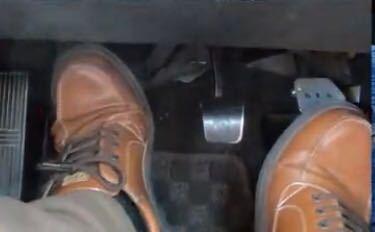 この靴がどこのメーカーの物でなんという商品か教えてください。