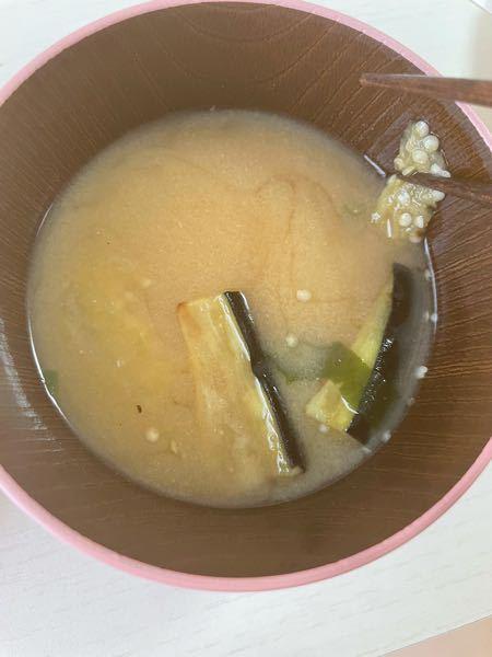 フリーズドライの焼き茄子の味噌汁にお湯を注いだら、茄子が種だらけでした。食べて大丈夫でしょうか?