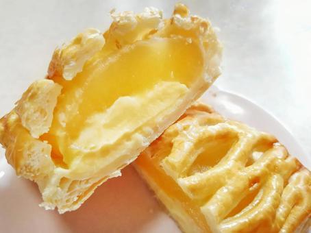 どのパイが好きですか? アップルパイ・オレンジパイ・レモンパイ・チェリーパイ・ラズベリーパイ。 源氏パイ・うなぎパイ・・・など色々あります。