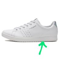 合成皮革の白スニーカーを買いました。 ヒール部分は【合成樹脂】のようです。 合成皮革には防水スプレーは必要ないと 聞きましたが、 【合成樹脂】のヒール部分は汚れ防止の為に防水スプレーをかけた方が良いでしょうか?