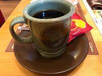 今コメダにいますが、コーヒーはお茶のようにズルズルズルズルと音を立てて飲んでいいですか?