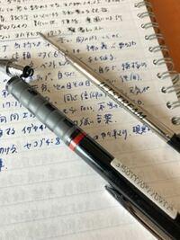 ロットリングのボールペン Tikky のリフィルが どうなっているか、口金を開けてみました。 そうしたら、Jetstream のリフィルが入っていました。  それも、書けたり書けなかったり、不良リフィルでした。こんなことは普通ですか? 新品で購入したのですが、まさか三菱鉛筆のリフィルが入っているとは思いもよらず、ビックリしました。  これは詐欺ですか?アドバイスいただけたら助かります。 どう...