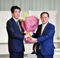東日本大震災と原発事故に対応した民主党政権(菅直人)と、新型コロナと東京オリンピックに対応してる自民党政権(アベとスカ)、 国民に支持されてるのはどっちなのでしょうか。