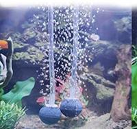 メダカの稚魚にエアーストーン 先日は外掛けフィルターの件で質問しました。とりあえず稚魚10匹ほどを4Lくらいの水槽に引っ越しをなんとかまだ2日目ですが⭐︎になったこはいなく安心していますが、水温が親と同じ水槽なのに、1.5度くらい稚魚の水槽の方が高いです。 両者の違いはエアーポンプなんじゃないかなと思います。 水流がないと、滞留ができてしまうとかありますが、エアーストーンのような弱いもの...