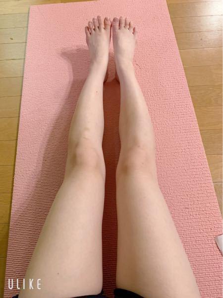 """この脚見てどう思いますか?自分的には膝が大きくて太い気がするんですけど、周りは優しい人が多いのか正直に言ってくれません (><) またどうすればモデルさんのような綺麗な脚になれるのかもいただきたいですꪔ ꪔ ꪔ ※肌の汚さについてはノータッチでお願いします(* .ˬ.)"""""""