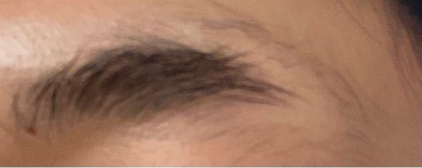 眉毛を抜く癖があり その影響でかわかりませんが 1部生えて来なくなってしまいました。 市販の物で 眉毛を生やす薬があれば教えてください。