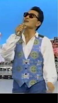 井上陽水さんがワイシャツの上に着てるものはなんですか??
