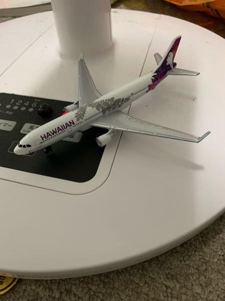 この画像の機種を教えてください。 垂直尾翼の形状からボーイングの737かなとは思うのですが、主翼とエンジンが違うのでよくわかりません。 わかる方教えてください。