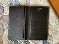 ルイヴィトンの財布が本物か気になっています。 鑑定では本物だったらしいのですが、どうしても本物には見えなくて(´;ω;`) 製造番号はMI0024でした。