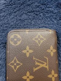 ルイヴィトンの財布です。 正規店での購入なので偽物は有り得ませんが、この縫い目だったら皆さんは気になりますか?
