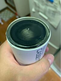 一年ぶりくらいに蛇口型浄水器のフィルターを交換しようとしたんですが、どうしても取れません。 叩いたり、回そうとしたり、ハサミを使ったりしましたが取れません どうやったら取れるでしょうか?