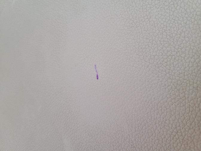 キッチンのイスにインクのようなものが染みて、なにかとれる方法ある方教えてください。