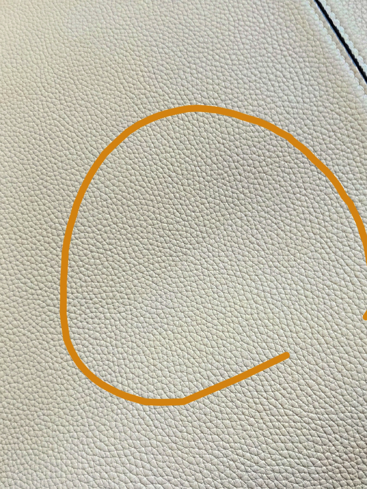 革のバッグのしわ。浅いしわなのですが、とれますか? CELINEのトライフォールドのバッグで、 確かカーフスキンだったと思います。