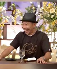 この画像の木梨憲武さんが着ているTシャツってどこで売っているかご存知の方いらっしゃいますか?  木梨サイクルとかで売っているのでしょうか…?