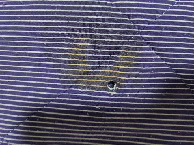 布団の上でジュースを飲んでいたらこぼしてしまったのでドライヤーで乾かすと溶けてしまって茶色くなりました。どうすれば取れると思いますか? また取れなかった場合そのままいつもどうり使っても大丈夫ですか?
