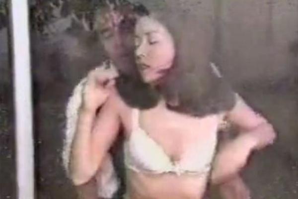 【地上波ヌード】平成初期1997年、『失楽園』という不倫ドラマがヒットし、22時という時間帯ながら、毎回地上波で川島なお美がバストトップも露わに脱ぎまくって濡れ場を演じてました。 今の時代、こういうドラマは地上波では放映ムリでしょうか?