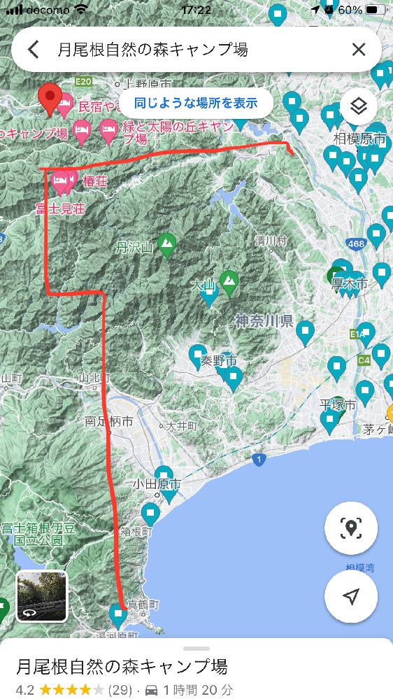 Googleマップの表示を地形図にして神奈川県を見ていて付いたのですが、湯河原町から大月市梁川町辺りまで、山肌が滑らかな場所(西側)とあばた様にブツブツしている場所(東側)がはっきりと見分けられます。 この理由をご存知の方おられますか?拡大して見るとよく判別できます。よろしくお願いします。