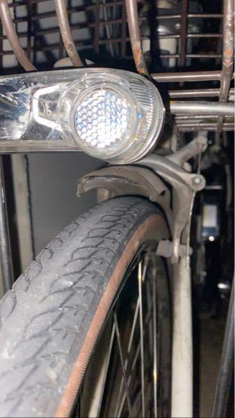 前輪のブレーキが少しかかっている状態なのですが、治し方教えて下さい。走行自体は問題なく進むのですが、右ブレーキが少し握ると重い状態です。