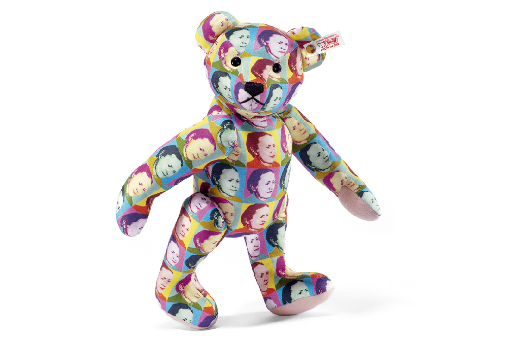 この人形の名前が分からなくて、誰かお分かりになる方いらっしゃいませんか?? 非売品なのか売られているのか、 珍しいものなのかもわからないです。 よろしくお願いします。