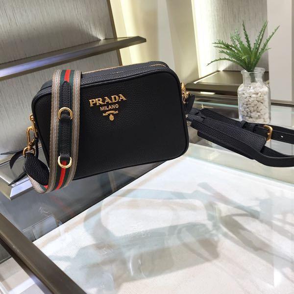PRADAのこのショルダーバッグが欲しいのですが、ホームページみてもありません。 どこで買えますか?