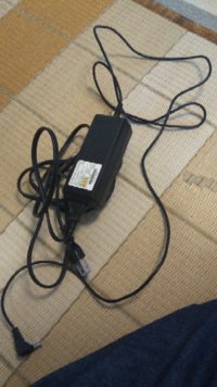 これは何のデスクトップパソコンのacアダプターですか?