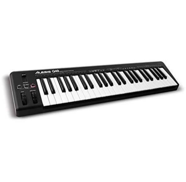 AlesisのMIDIキーボードを使っていたら、弾いたときにいつの間にか音が1音ズレているのですが、どうやったら直るでしょうか?(他のキーボードで弾いたらズレていません。)