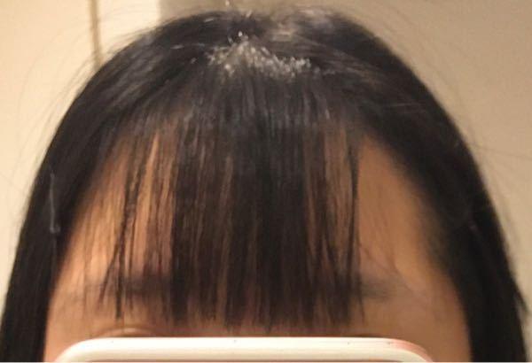 前髪が垢抜けません。両側から毛をとって薄くしたのですが三角形が崩れてしまいます。前髪を垢抜けさせるアドバイスをお願いします。