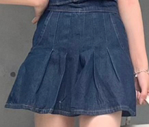 このボトムスを子供っぽくならずに着るにはどんなトップスを合わせた方がいいと思いますか教えて頂きたいです。