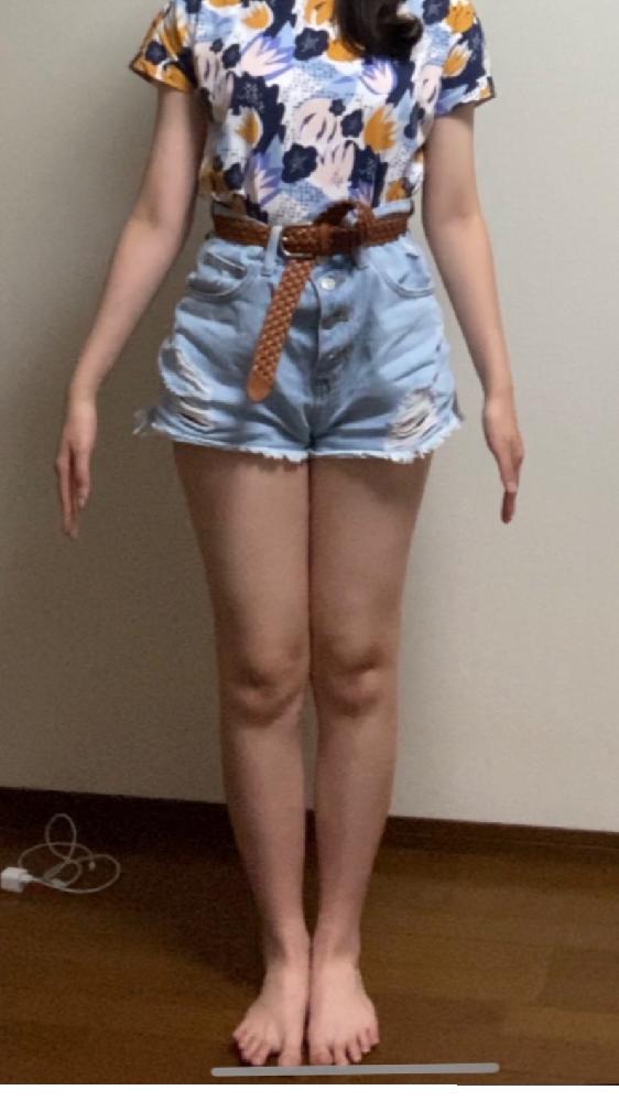 身長156.5cm,体重46kg 女です。 ダイエット中でお腹は割と締まってきたのですが太ももが全然です。この太り方におすすめの脚痩せ方法、トレーニングを教えて下さい!!急ぎです。