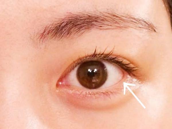目尻の矢印の粘膜の部分が赤いと目がでかく見えるんですがどういうことですか?