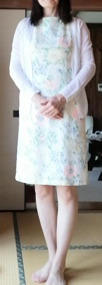 五十歳女性。写真の膝上ワンピ、 5年ほど前に購入したものです 。 もう似合わないですか?膝も黒ずんでるし、やめたほうがいいですか?