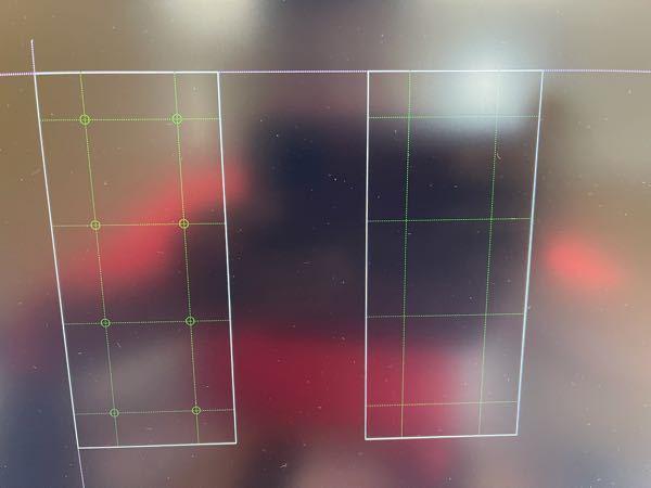 JW CADで左側の図の様に〇を線の中心に打つ時に、やはり一つ一つ右クリックで行うしか方法は無いんですか? 伸縮等みたいに一括は不可能なんですか?