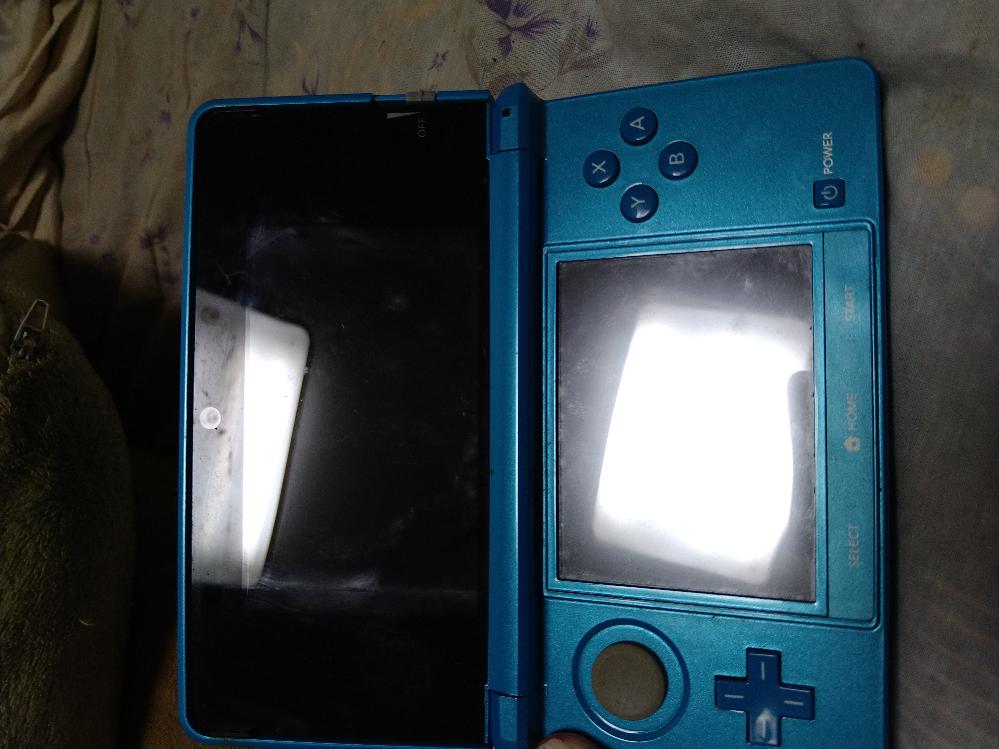 3DS本体だけ買取したらどのぐらいだと思いますか? 蓋をあけたらこんな感じです。下手すると五百円の可能性もありますよね、、