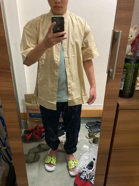 高校生です この服装はおかしいですか? またおかしい所を教えて頂きたいです スリッパは気にしないでください