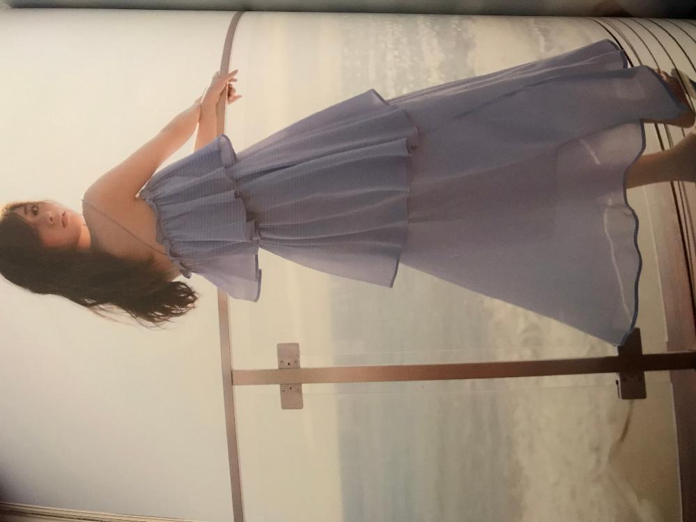 白石麻衣の写真集パスポートの中の1枚なんですけどこの着てるスカートがどこの服か分かりませんか? だいぶ前なんで売ってないとは思うんですけどものすごく可愛いので気になってます。どなたか教えて頂ける...